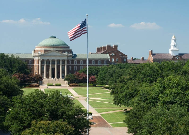 Spotlight on Distinguished Alumnus Alicia Dewey